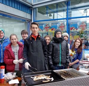 Schüler helfen dem Rettungsteddy